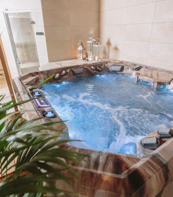 Spa Days in Huddersfield - Jacuzzi, Sauna, Steam Room